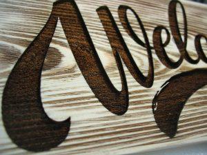 Madera grabada con láser en madera